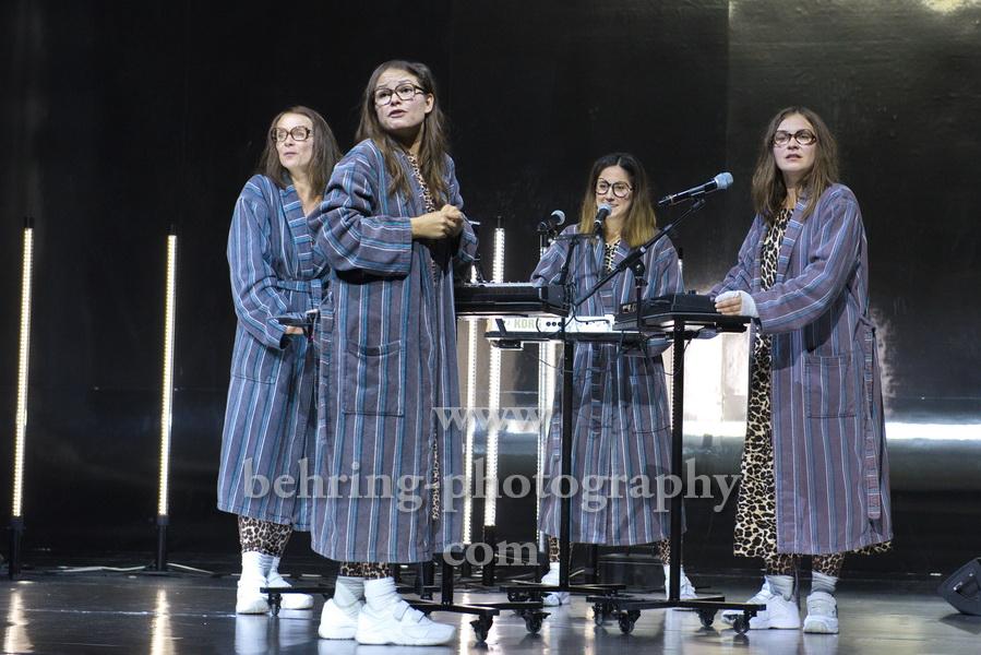"""Anastasia Gubareva, Svenja Liesau, Vidina Popov, Katja Riemann, """"Und sicher ist mit mir die Welt verschwunden"""", Fotoprobe am 22.10.2020 im Gorki Theater, Berlin, Premiere am 24.10.2020"""