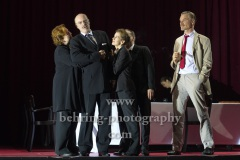 "Peter Kremer (Thomas Mann), Markus Gertken (Heinrich Mann), Imogen Kogge (Katia Mann), Boris Aljinović (Klaus Mann), Judith Rosmair (Erika Mann), ""Amazing Family"", Renaissance-Theater, Berlin, Fotoprobe am 24.06.2021 (Premiere am 27.06.2021),"