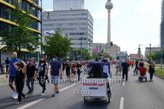 """""""Rettet die Veranstaltungsbranche"""", Demonstration von der Alexanderstrasse ueber Karl-Liebknecht-Strasse, Torstrasse und Friedrichstrasse zum Bebelplatz in Berlin, 24.07.2020"""