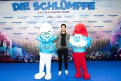 """""""Die Schluempfe - Das verlorene Dorf"""" (Kinostart: 06.04.2017), Sami Slimani (Beauty), Roter Teppich zur Premiere im Cinestar im SONY Center, Berlin, 02.04.2017"""
