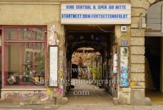 """Kino Central, Tordurchgang zum Kino in der Rosenthaler Strasse 39, """"STADTANSICHTEN"""", Berlin, 02.04.2020"""