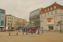 """Kino Toni am Antonplatz 1 in Weissensee mit Imbisswagen davor, """"STADTANSICHTEN"""", Berlin, 02.04.2020"""