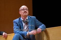 """Gerrit Jansen, """"GOTT"""", Berliner Ensemble, Berlin, Deutsche Urauffuehrung am 10.09.2020 (Photo: Christian Behring)"""