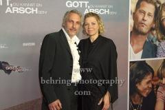 """Frank Pape (Autor der Buchvorlage) und Frau, """"Gott, du kannst ein Arsch sein!"""", Photo Call, Zoo Palast, Berlin, 29.09.2020,"""