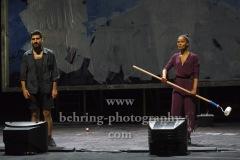 "Cynthia Micas, Armin Wahedi, ""Gott ist nicht schuechtern"", Berliner Ensemble, Berlin, Urauffuehrung: 04.09.2020"
