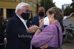 """Bundespräsident Frank-Walter Steinmeier, Produzentin Barbara Etz, """"GRENZLAND"""", Premiere, Kino Babylon, Berlin, 09.07.2021,"""