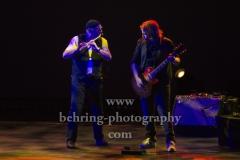 "Ian Anderson (Gesang, Floete), Florian Opahle (Gitarre), ""Ian Anderson presents JETHRO TULL"", ""50th Anniversary Tour"", Konzert im Theater Am Potsdamer Platz, Berlin, 23.11.2019"