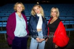 """Maxi Warwel, Felice Ahrens und Regisseurin Kim Strobl, """"MADISON - ungebremste Girlpower"""", Premiere, Freiluftkino Hasenheide, 17.09.2021"""