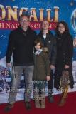 """Saenger Dirk Zoellner mit Familie, """"Roncalli Weihnachtscircus"""" (19.12.19 - 05.01.2020), Photocall am Roten Teppich zur Premiere, Tempodrom, Berlin, 19.12.2019"""