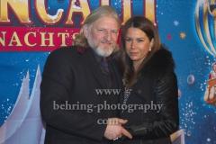 """Frank Kessler mit Ehefrau Doreen, """"Roncalli Weihnachtscircus"""" (19.12.19 - 05.01.2020), Photocall am Roten Teppich zur Premiere, Tempodrom, Berlin, 19.12.2019"""