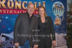 """Schauspieler Ulrich Gebauer und Anne Moll, """"Roncalli Weihnachtscircus"""" (19.12.19 - 05.01.2020), Photocall am Roten Teppich zur Premiere, Tempodrom, Berlin, 19.12.2019"""
