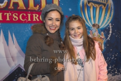 """Anastasia Zampounidis mit Nichte Tessa, """"Roncalli Weihnachtscircus"""" (19.12.19 - 05.01.2020), Photocall am Roten Teppich zur Premiere, Tempodrom, Berlin, 19.12.2019"""