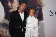 """Oliver Masucci, Birgit Minichmayr, """"SCHACHNOVELLE"""", Roter Teppich zur Berlin-Premiere im Kino International, 08.09.2021"""