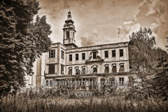"""Schloss Dammsmühle (ehemalige Besitzer: Heinrich Himmler, Stasi, nach 1991 u.a. Kulisse für Filme und Musikfestivals) und Nebengebäude, """"LOST PLACES"""", Wandlitz, OT Schönwalde, Landkreis Barnim, Brandenburg, 27.07.2020"""