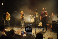 """Sam Teskey (guitar, vocals), Josh Teskey (vocals, guitar), Liam Gough (drums), Brendon Love (bass, banjo, vocals), """"The Teskey Brothers"""", Konzert, Heimathafen Neukölln, Berlin, 07.02.2020"""
