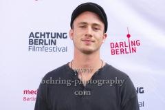 """Justus Johannsen, """"WIR SIND JETZT"""", Photo Call zur Premiere vor dem Kino Babylon, Berlin, 19.09.2020,"""