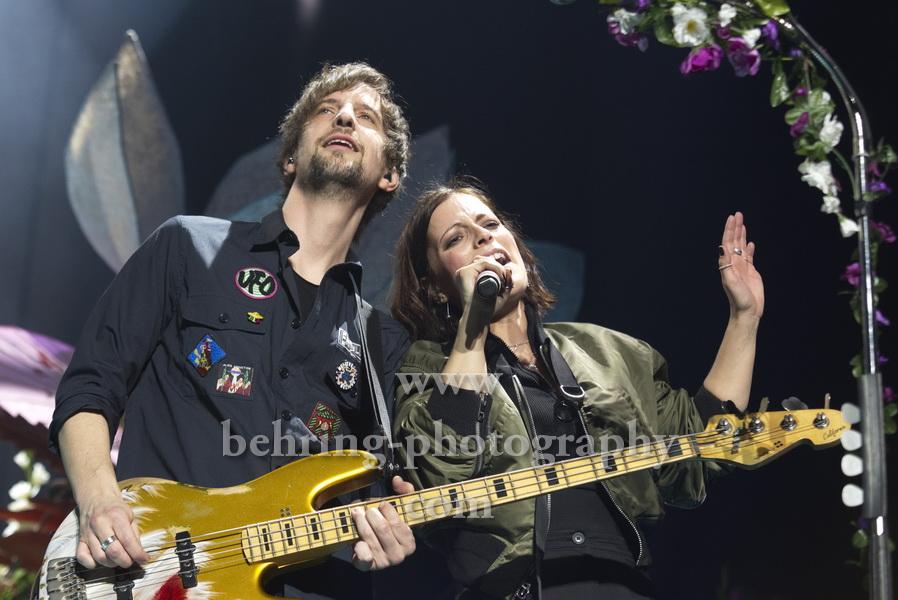 Johannes Stolle (Bass), Stefanie Kloss (Gesang), SILBERMOND, Konzert, Mercedes-Benz Arena, Berlin, 01.02.2020