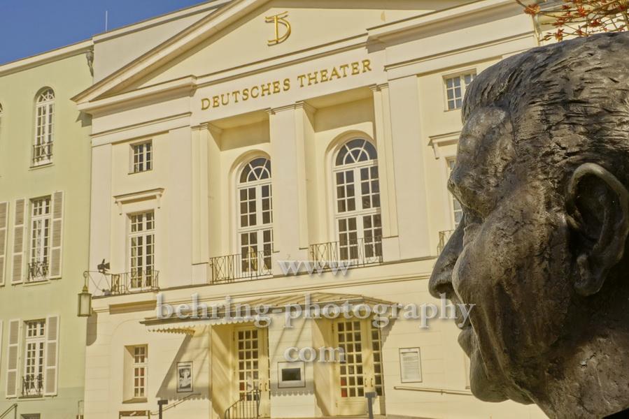 """Deutsches Theater in der Schumannstrasse 13a mit der Wolfgang-Langhoff-Bueste von Manfred Sahlow davor, """"STADTANSICHTEN"""", Berlin, 04.04.2020"""